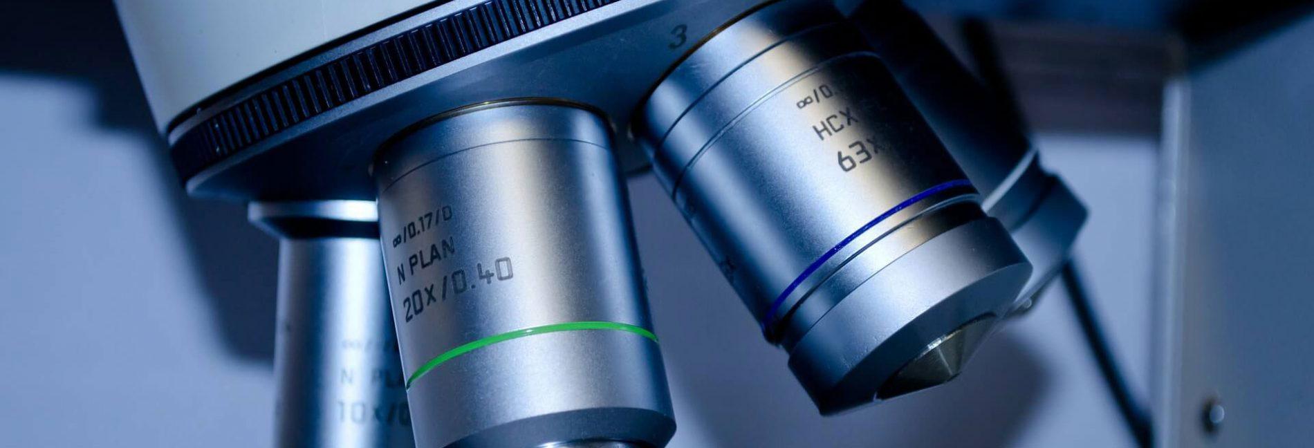 Un microscope utilisé pour la recherche